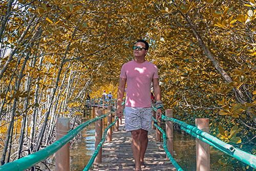 Walking though the stilt bridges of Omagieca Obo-ob Mangrove Garden