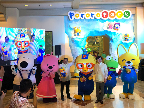 Pororo and friends pose with Justin Uy, JPark Chairman and Choi Jong-il, Iconix Entertainment CEO