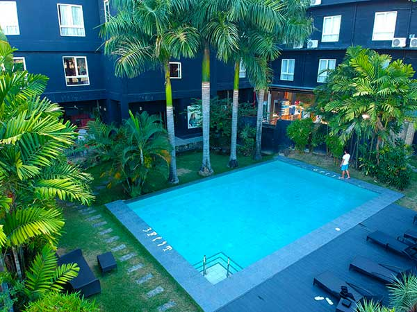 The pool at The Henry Hotel Cebu has variable depth, which ranges from 3 feet to 6 feet. Don't let your kids swim alone.