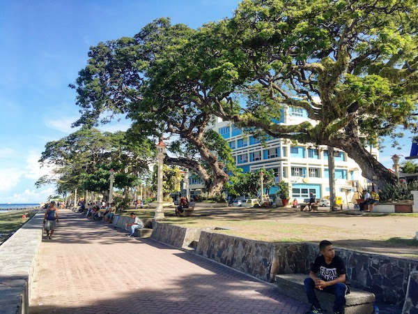 The walkable pathway of Rizal Boulevard, Dumaguete City