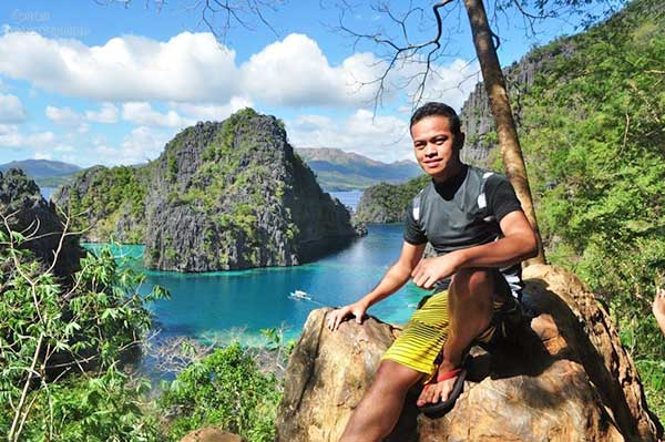 Ian Limpangog at Kayangan Lake Coron