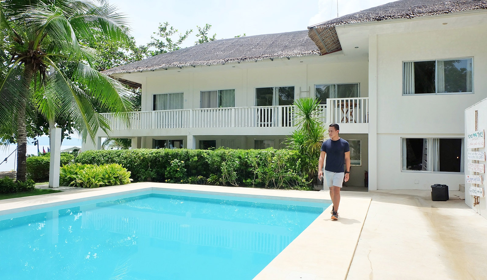 Ian Limpangog at Momo Beach House