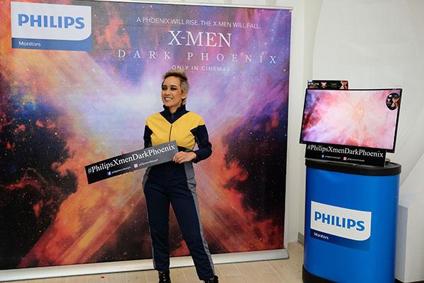 A cosplayer of Storm in X-Men Dark Phoenix
